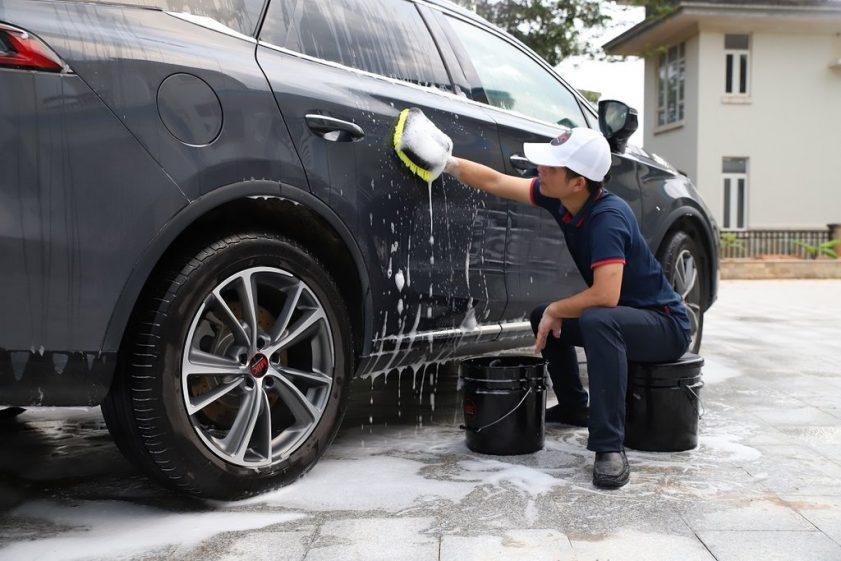 Seatable car detaling bucket